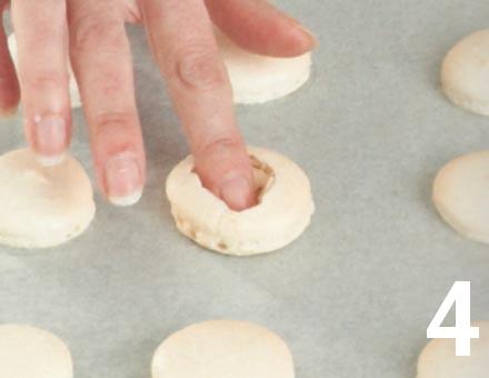 Preparacion de Macarones de Frutilla y Crema - Paso 4
