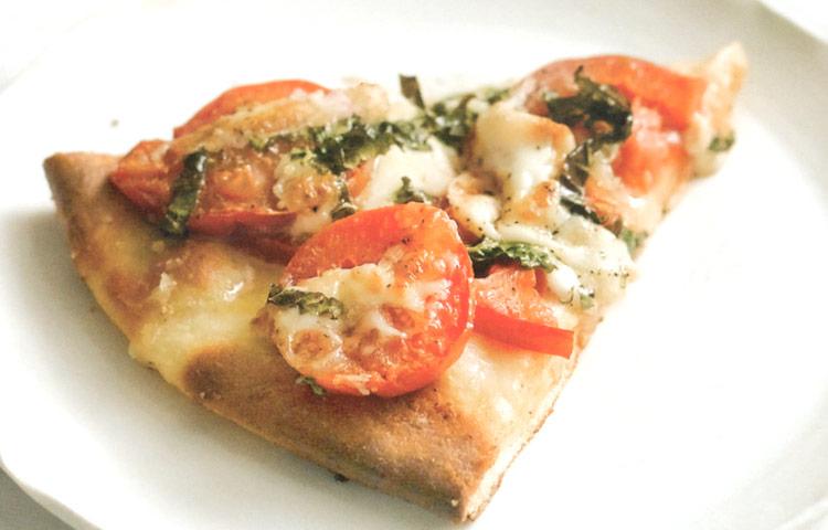 Receta de Cocina paso a paso: Pizza de Queso y Tomate