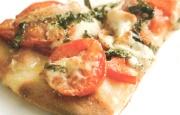 Preparación de Pizza de Queso y Tomate