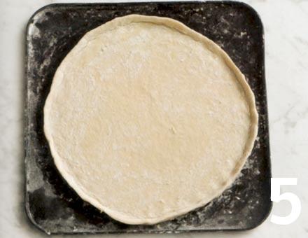 Preparacion de Pizza de Queso y Tomate - Paso 5
