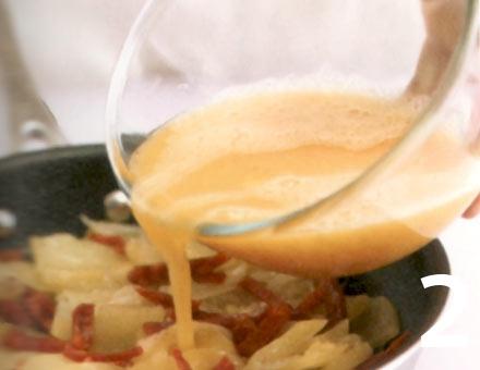 Preparacion de Tortilla de Papas y Chorizo - Paso 2