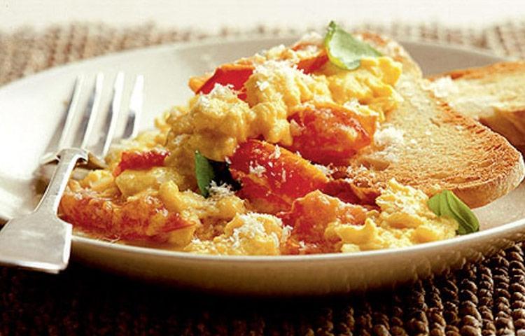 Receta de Cocina paso a paso: Huevos Revueltos con Tomate