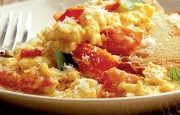 Preparación de Huevos Revueltos con Tomate