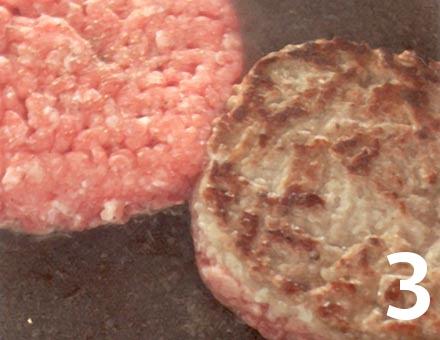 Preparacion de Clásica Hamburguesa con Relish de Cebolla - Paso 3