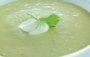 Preparación de Sopa Fría de Palta y Cilantro