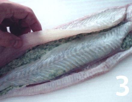 Preparacion de Lenguado relleno y cubierto con escamas de papas - Paso 3