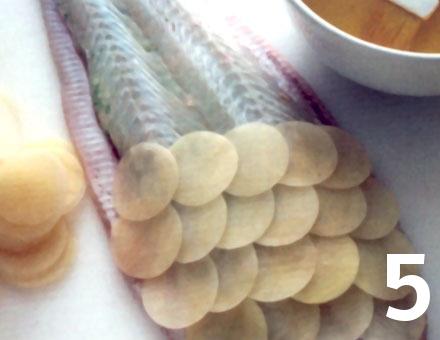 Preparacion de Lenguado relleno y cubierto con escamas de papas - Paso 5