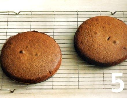 Preparacion de Pastel con Dulce de Chocolate - Paso 5