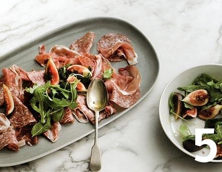 Preparacion de Receta de Cocina: Ensalada de Jamón y Salame con Higos - Paso 5