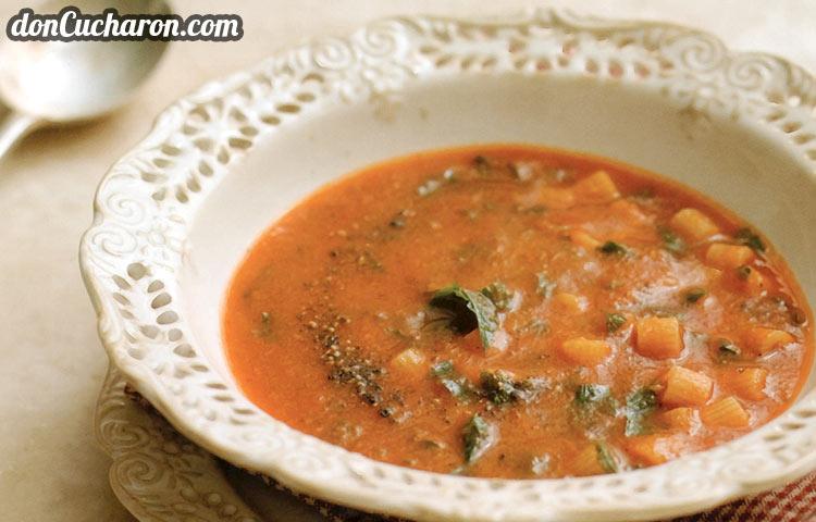 Receta de Cocina paso a paso: Sopa de Tomate con Pasta