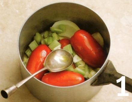 Preparacion de Receta de Cocina: Sopa de Tomate con Pasta - Paso 1
