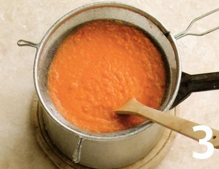 Preparacion de Receta de Cocina: Sopa de Tomate con Pasta - Paso 3