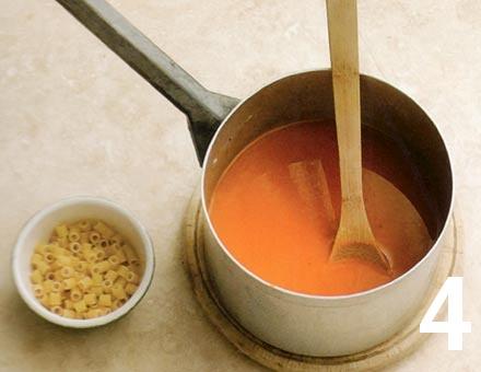Preparacion de Receta de Cocina: Sopa de Tomate con Pasta - Paso 4