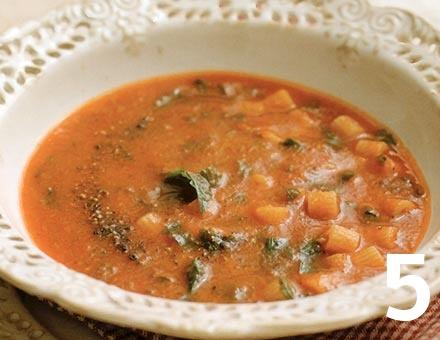 Preparacion de Receta de Cocina: Sopa de Tomate con Pasta - Paso 5