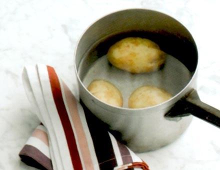 Preparacion de Receta de Cocina: Gnocchi con Pesto de Nueces - Paso 1