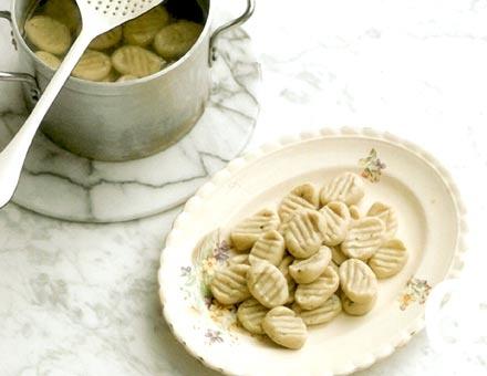 Preparacion de Receta de Cocina: Gnocchi con Pesto de Nueces - Paso 6