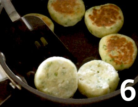 Preparacion de Receta de Cocina: Tortitas de Papa - Paso 6