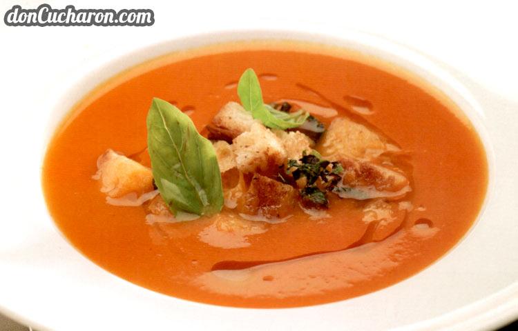 Receta de Cocina paso a paso: Sopa de Tomates a la Albahaca