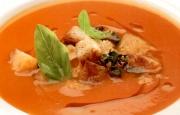 Preparación de Sopa de Tomates a la Albahaca