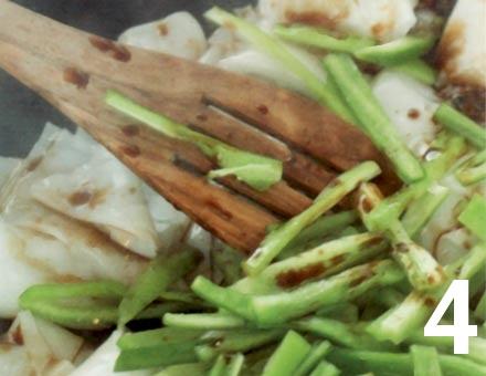 Preparacion de Receta de Cocina: Tallarines de Arroz con Brócoli y Ají - Paso 4