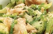 Preparación Tallarines de Arroz con Brócoli y Ají