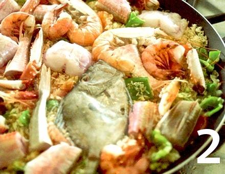 Preparacion de Receta de Cocina: Paella de Marisco - Paso 2