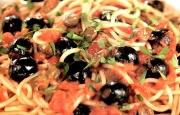 Preparación de Spaghetti alla Puttanesca