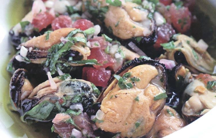 Receta de Cocina paso a paso: Mejillones Marinados con Hierbas Aromáticas