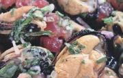 Preparación de Mejillones Marinados con Hierbas Aromáticas