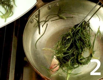Preparacion de Receta de Cocina: Ensalada de Sepia con Borraja - Paso 2