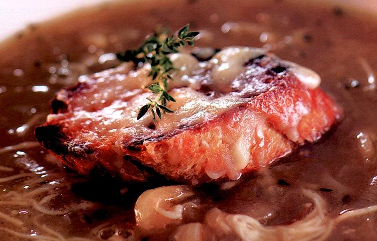 Receta de Cocina paso a paso: Sopa de Cebolla Francesa