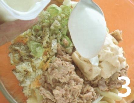 Preparacion de Ensalada de Pasta con Atún y Huevo - Paso 3