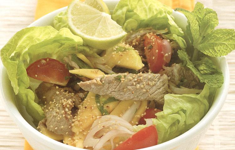 Receta de Cocina paso a paso: Ensalada de Mango con Entrecot y Tomates