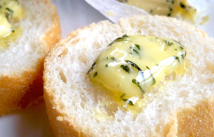 Receta de Cocina paso a paso: Mantequilla de Albahaca