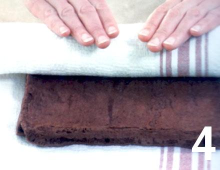 Preparacion de Brazo de Reina de Chocolate con Castañas - Paso 4
